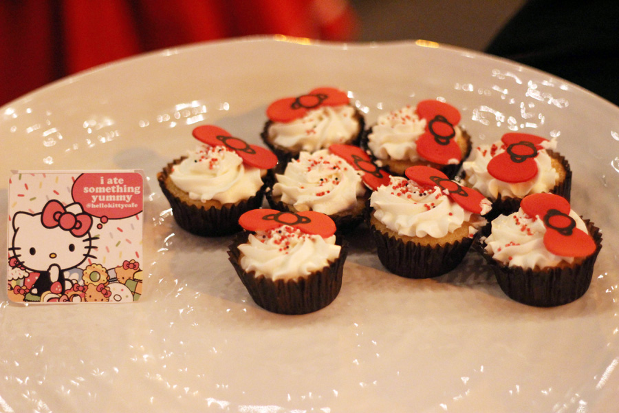 Hello Kitty cupcakes on a platter
